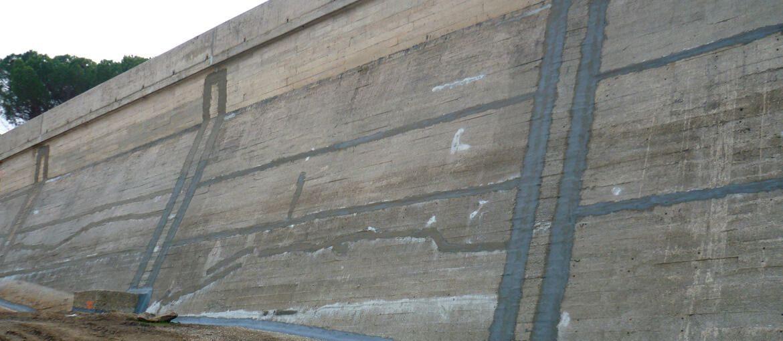 Muro del Collado Pantano de San Juan. Reparación de grietas